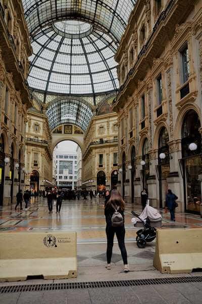 galleria milano01 - ガッレリアでは幸せになるモザイクを踏もう!