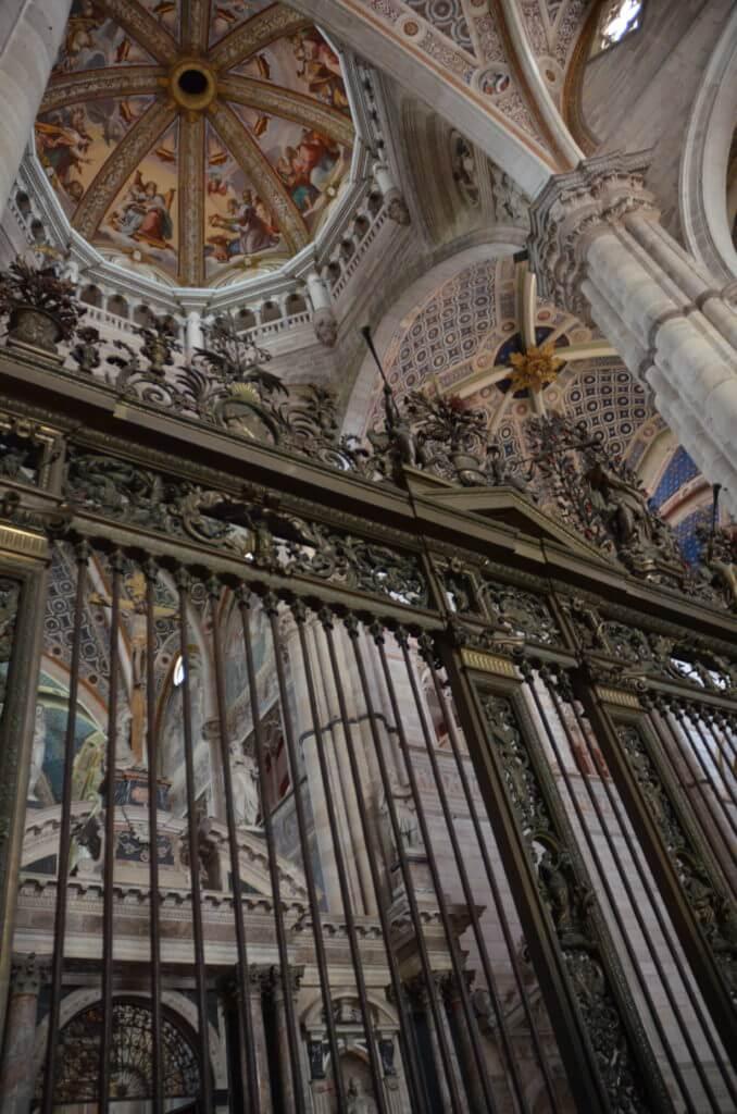 DSC 7540 678x1024 - 見ごたえたっぷりのパヴィア修道院(Certosa Di Pavia)