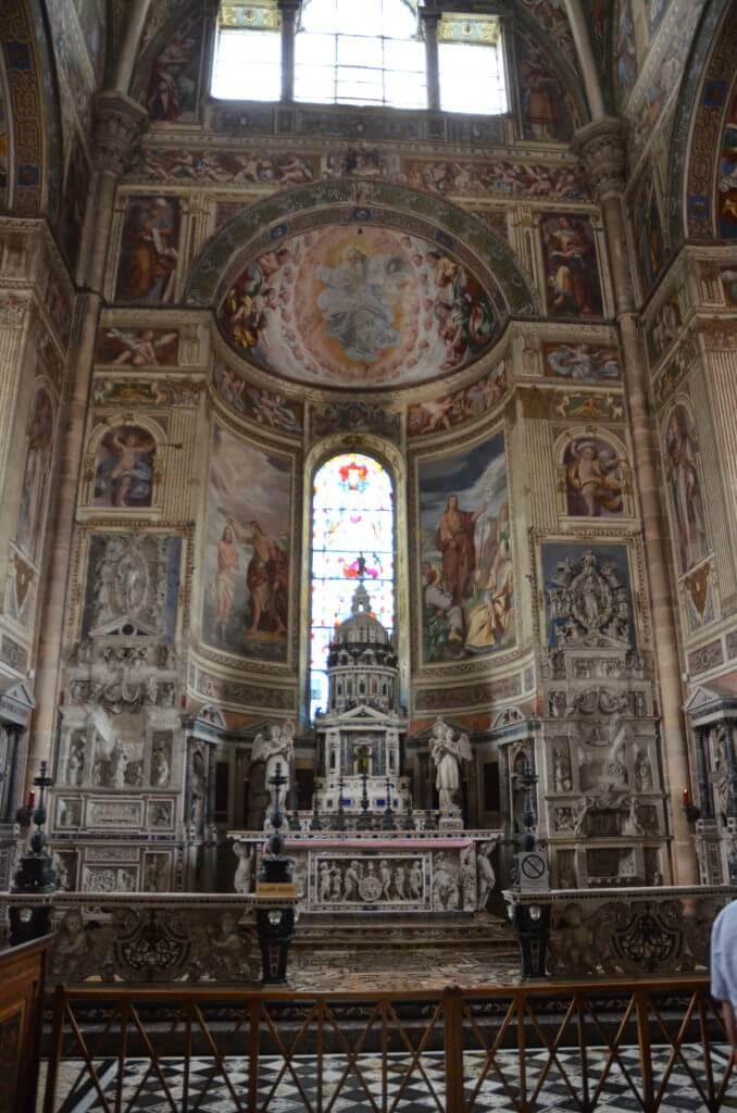 DSC 7597 678x1024 - 見ごたえたっぷりのパヴィア修道院(Certosa Di Pavia)