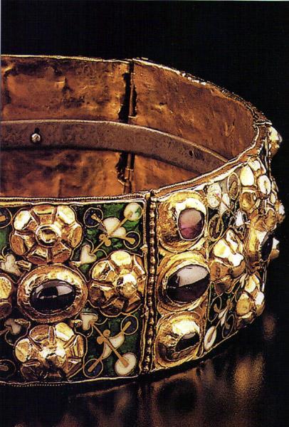 corona ferrea - モンツァの宝「王冠」の観覧方法と大聖堂
