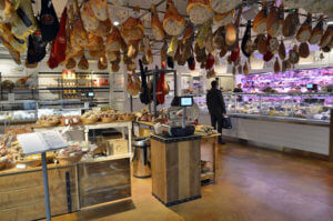 eataly04 300x199 - 食料品店・イーイタリ(eataly)