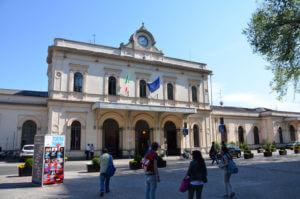 stazione monza 300x199 - ミラノの近場の町モンツァに行こう
