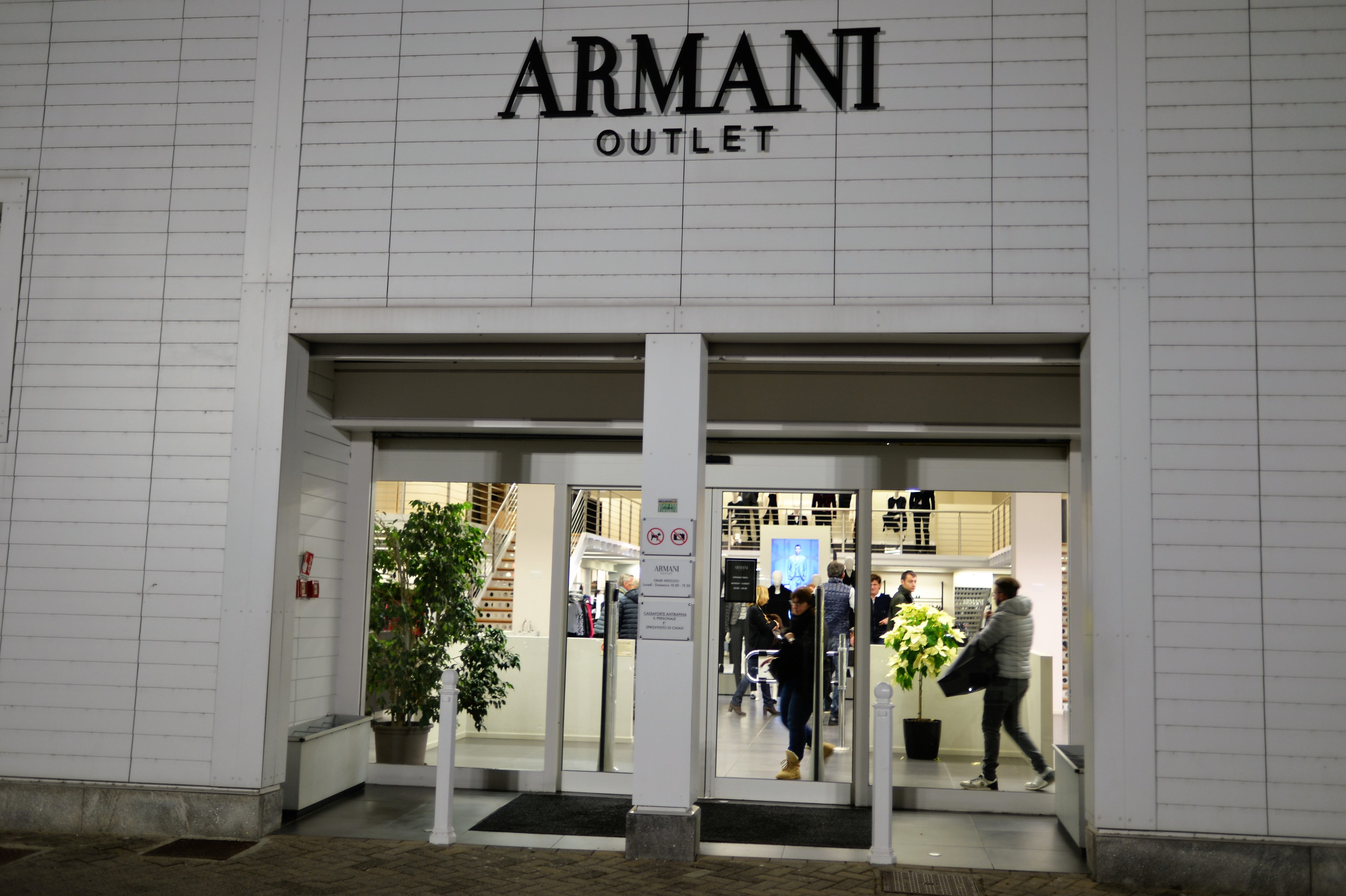 STK 0643 - アルマーニアウトレット(ARMANI outlet)