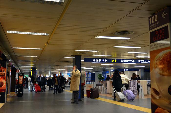 04 - リナーテ空港到着ロビー付近