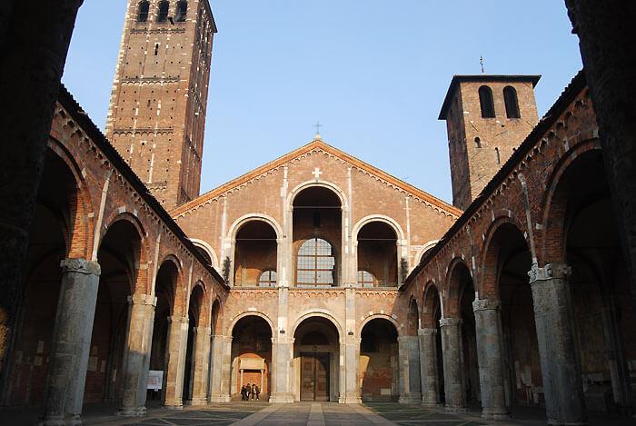 ミラノ サンタンブロージョ聖堂 ファザード