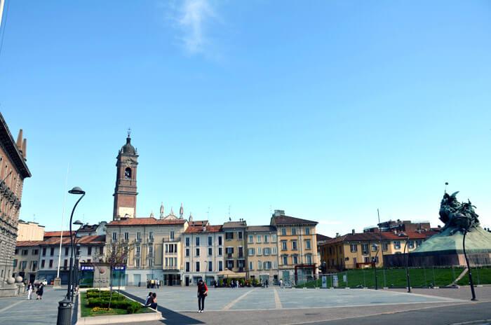 piazza comune - ミラノの近場の町モンツァに行こう