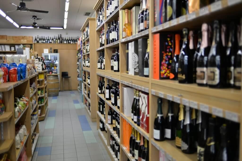 STK 2035 min R 1024x682 - お土産も購入できる便利なワインショップ「DEPONTI」(割引あり)