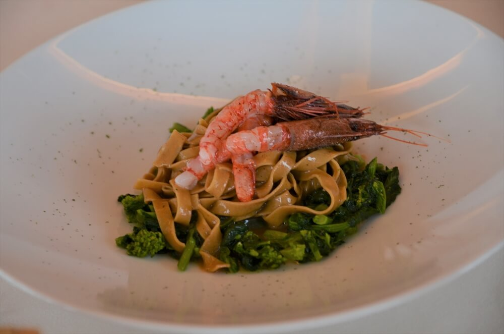 STK 3271 min R - 絶景のバローロ畑が見渡せるトラディショナルレストラン「Locanda in Cannubi 」