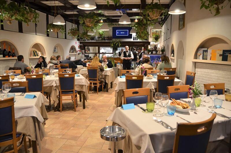 STK 3639 min R - ウニ、絶品の魚介を堪能。ミラノの老舗レストラン「AL GRISSINO」