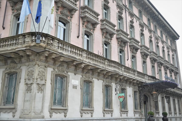 STK 6274 min R - アクセスの良い5つ星ホテル「シャトーモンフォール」(chateau monfort)