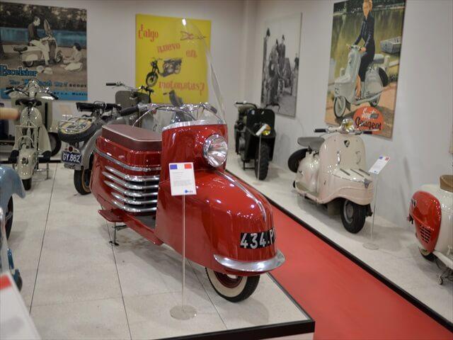 STK 7992 min R - ミラノ郊外にある珍しいスクーター博物館(museo scooter&lambretta)