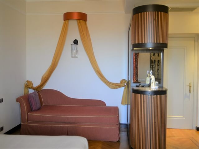 STK 8483 min R - ジェノバのホテル「Grand hotel savoia」